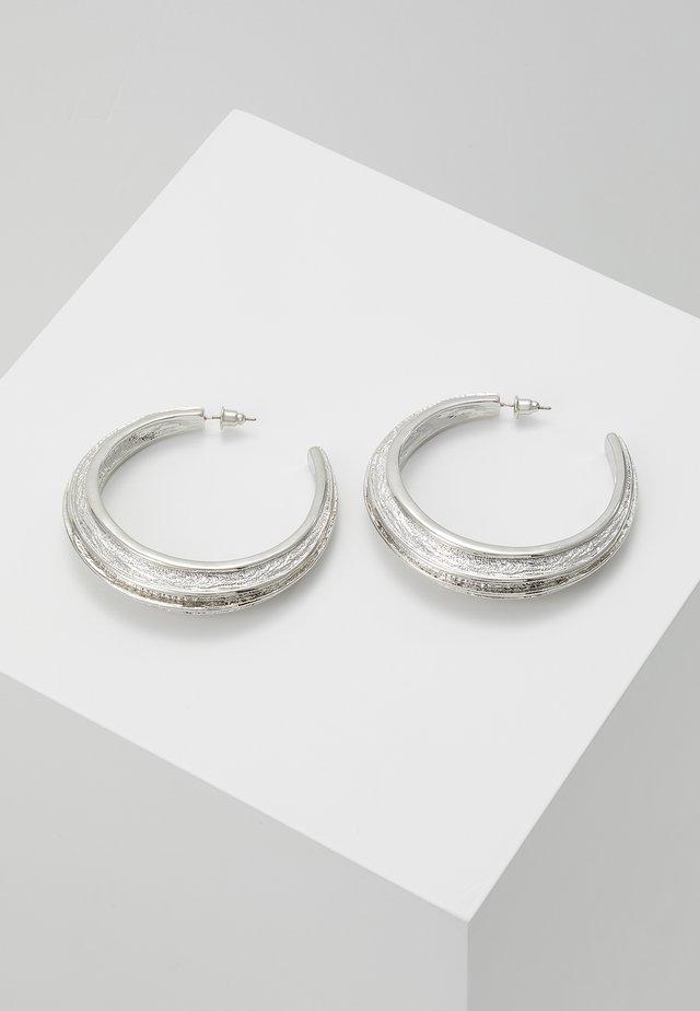 ETCHED DETAIL HOOP - Náušnice - silver-coloured