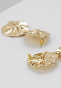 ERASE - ORGANIC DOUBLE CIRCLE DROP EARRINGS - Ohrringe - gold-coloured - 2