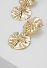 ERASE - ORGANIC DOUBLE CIRCLE DROP EARRINGS - Ohrringe - gold-coloured - 4
