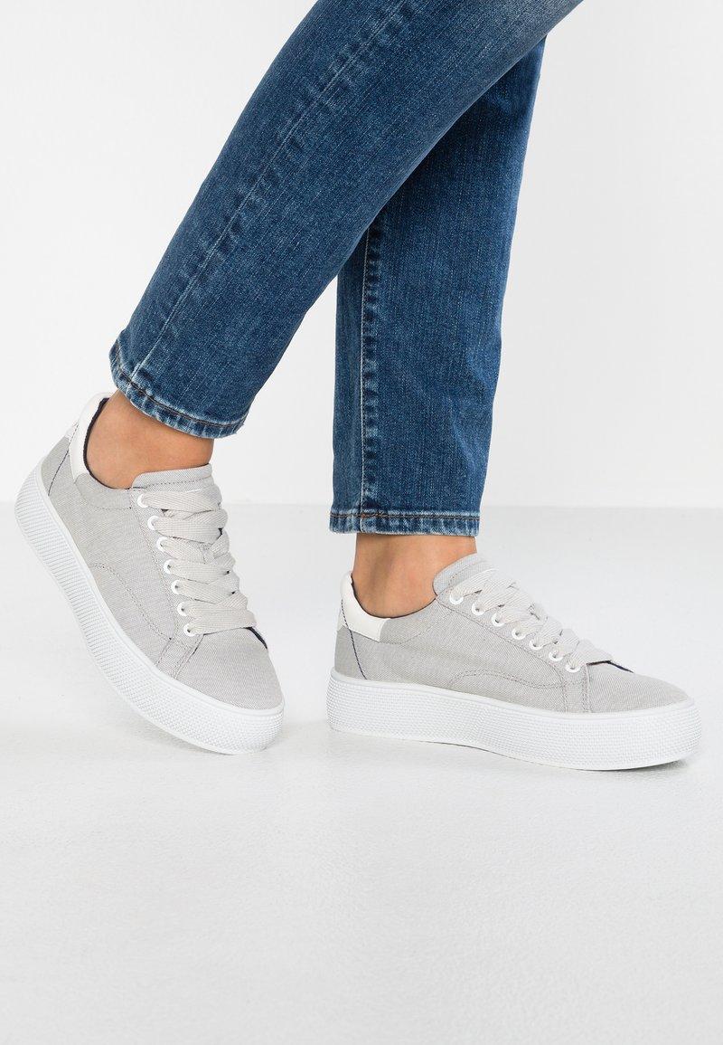 Esprit - BABIKA VEGAN - Sneakers basse - light grey