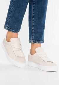 Esprit - INDYA LU VEGAN - Sneakers laag - ice - 0