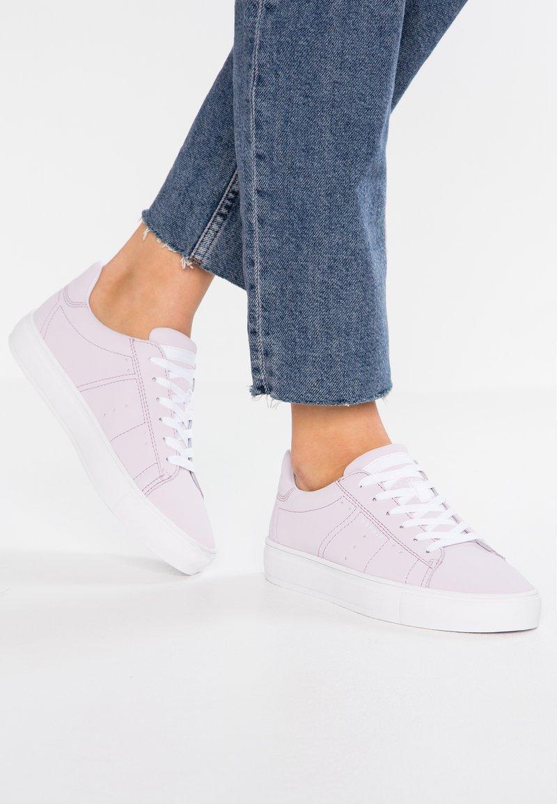 Esprit - COLETTE LU VEGAN - Sneakers basse - lavender