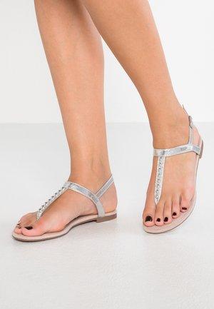 PEPE THONG - Sandály s odděleným palcem - silver