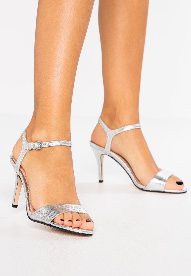VALERIE  - Sandali con tacco - silver