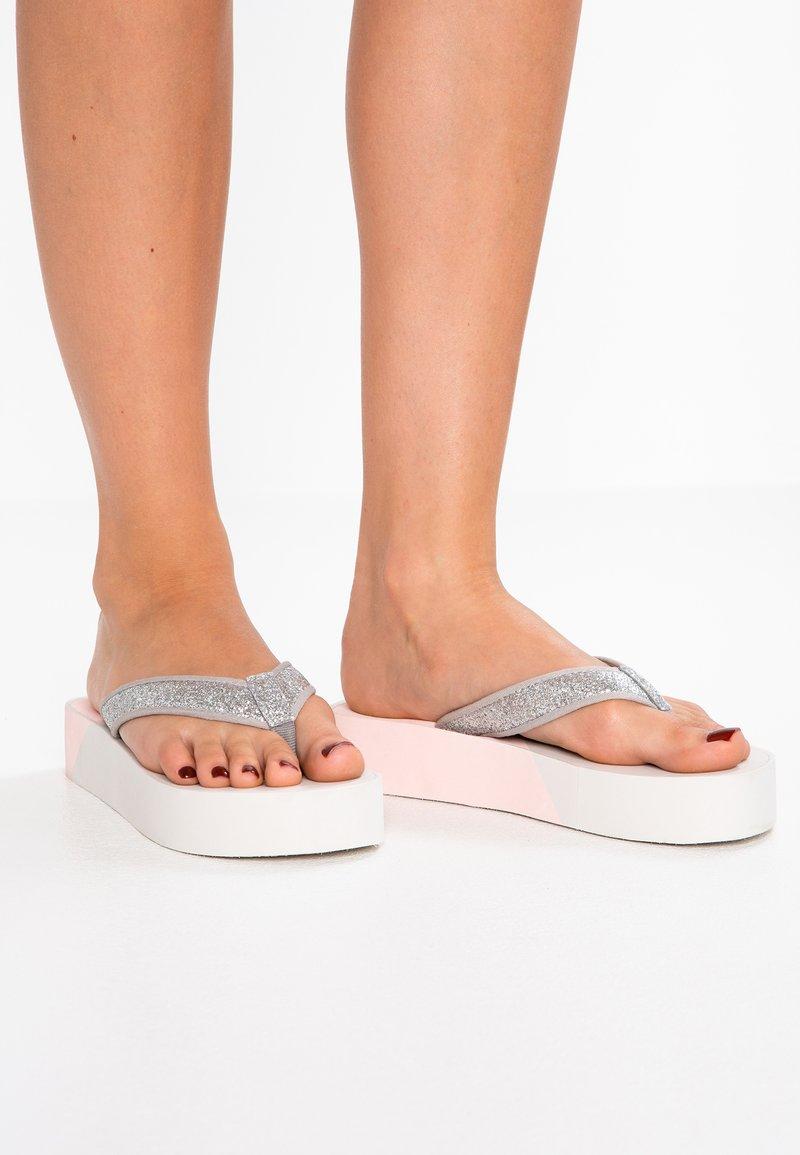 Esprit - ELOIS THONG VEGAN - T-bar sandals - nude