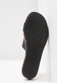 Esprit - KIM SLIDE - Domácí obuv - black - 6