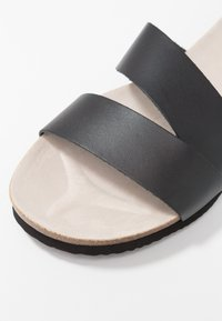 Esprit - KIM SLIDE - Domácí obuv - black - 2