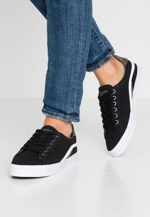 PHOEBIE VEGAN - Sneakersy niskie - black
