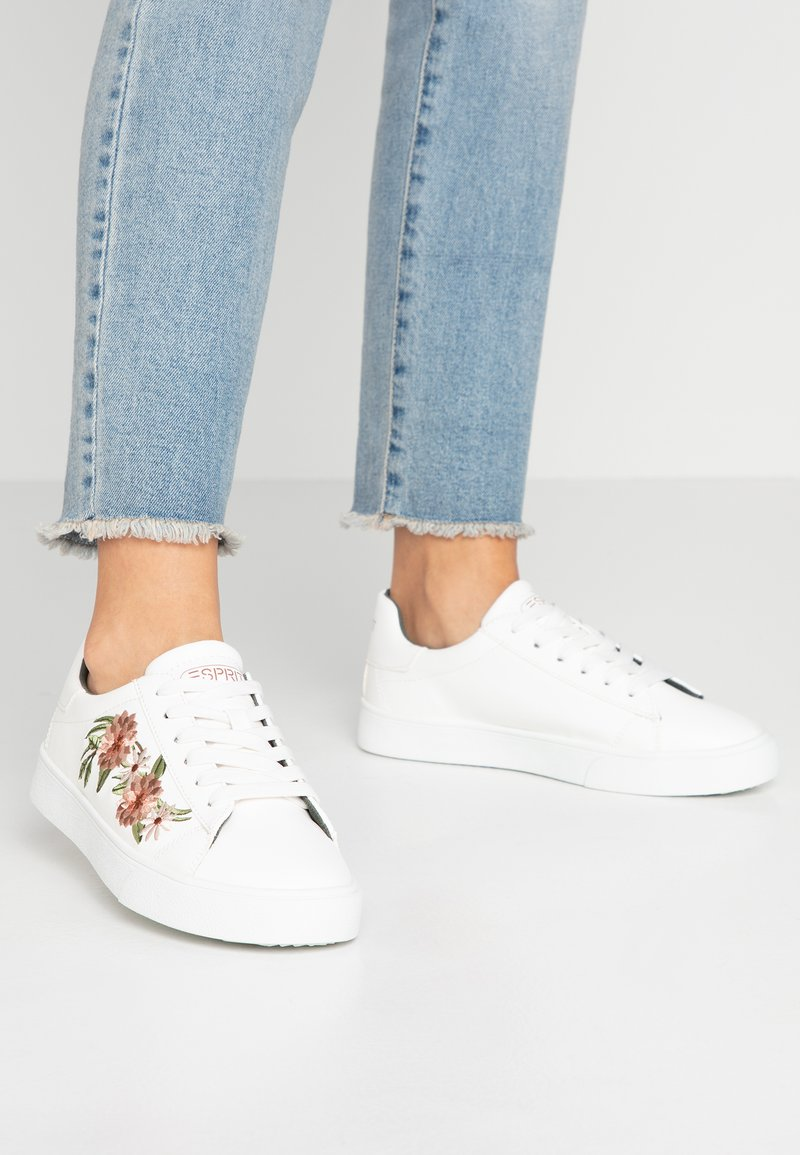 Esprit - CHERRY EMBRO VEGAN - Sneaker low - white