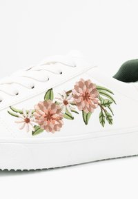 Esprit - CHERRY EMBRO VEGAN - Sneakers - white - 2