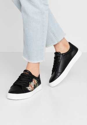 CHERRY EMBRO VEGAN - Sneakers laag - black