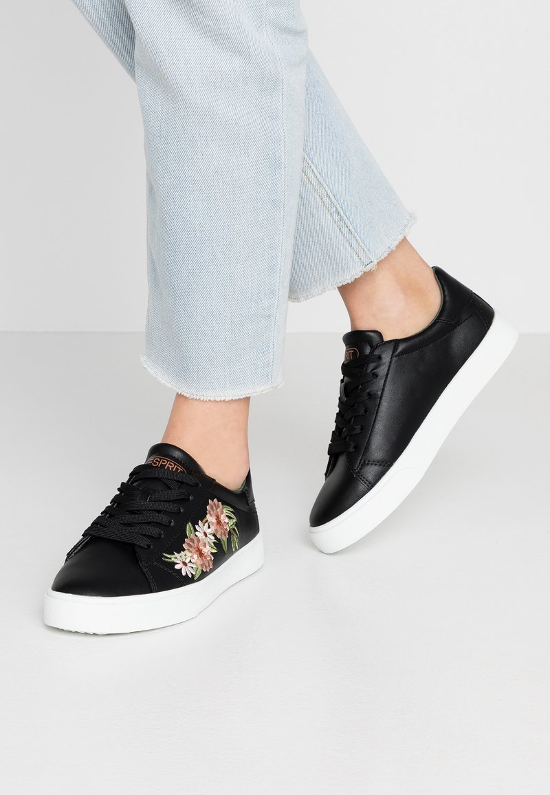 Esprit - CHERRY EMBRO VEGAN - Sneakers basse - black