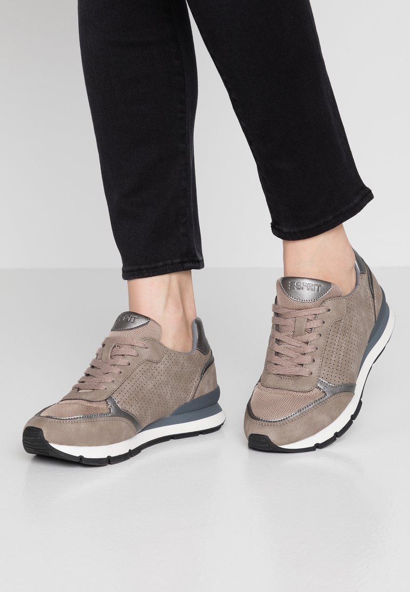 Esprit - BLANCHET VEGAN - Zapatillas - brown/grey