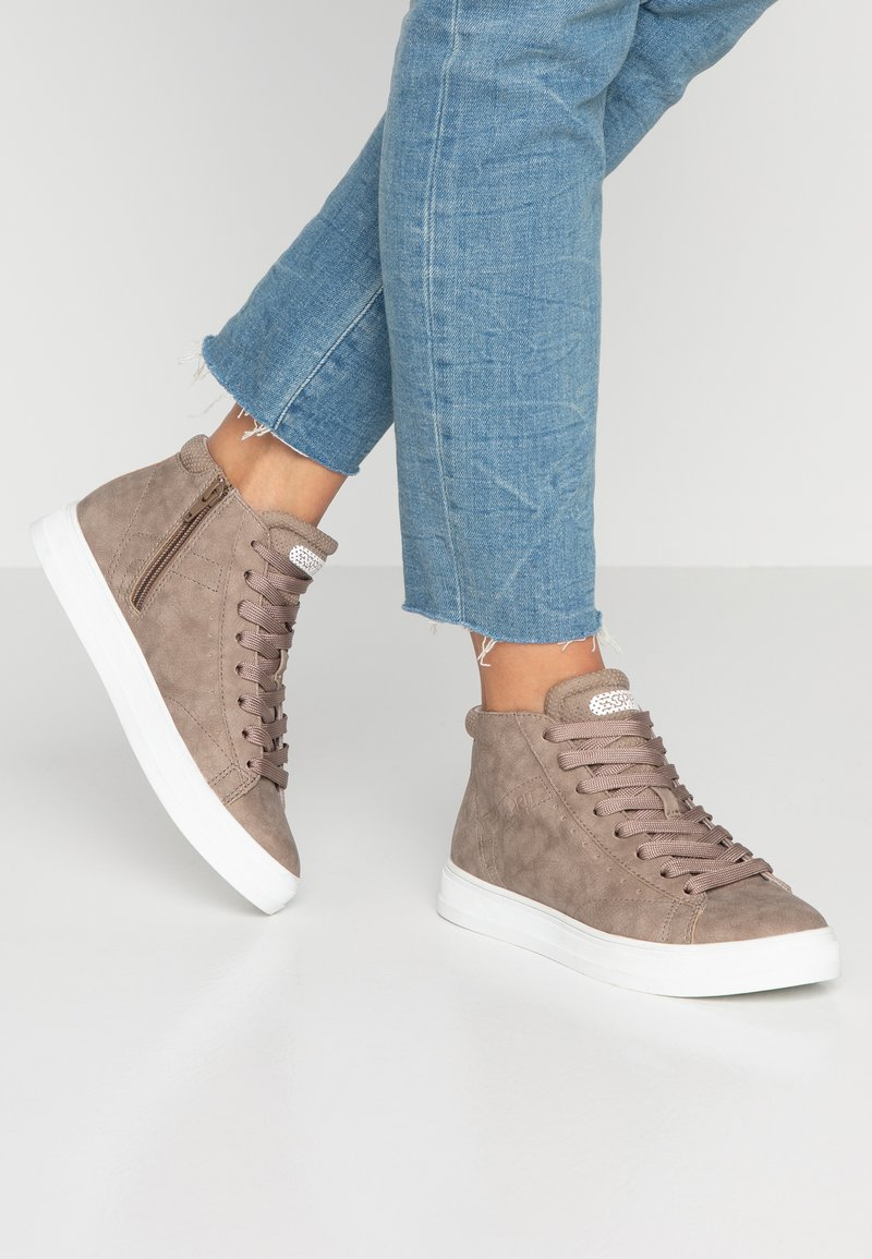 Esprit - SIDNEY VEGAN - High-top trainers - taupe