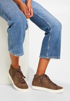 MINI BASIC VEGAN - Sneaker high - brown