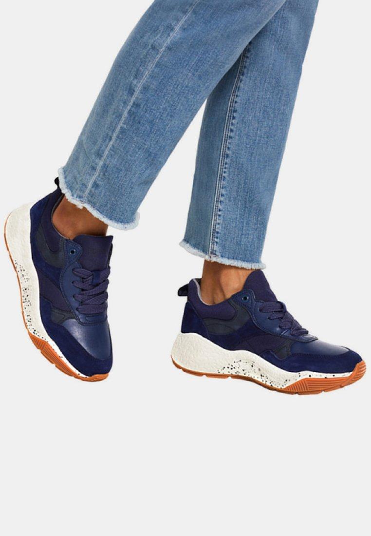 Esprit - MIT OVERSIZED SOHLE - Sneakers laag - navy