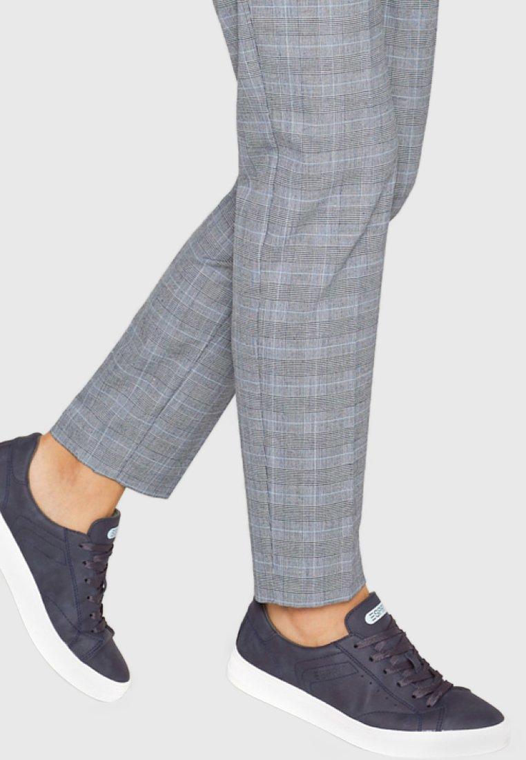Esprit - VEGANGER NUBUK-OPTIK - Sneakers - navy