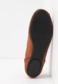 Esprit - ALYA LEA BOW - Ballet pumps - rust brown - 6