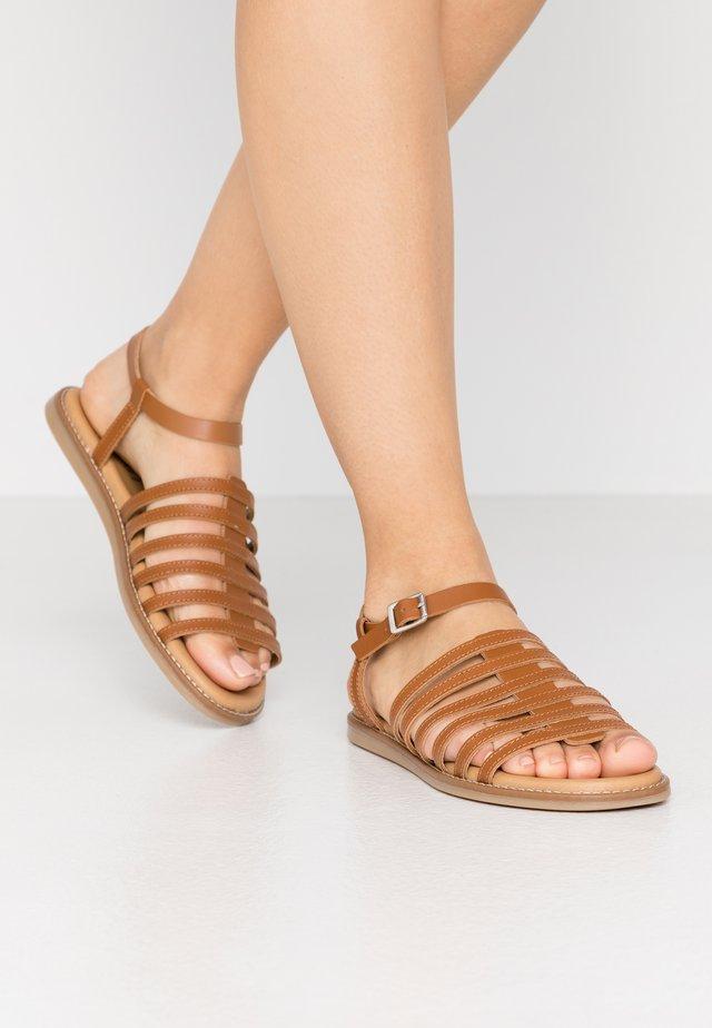 LEKY  - Sandaalit nilkkaremmillä - caramel