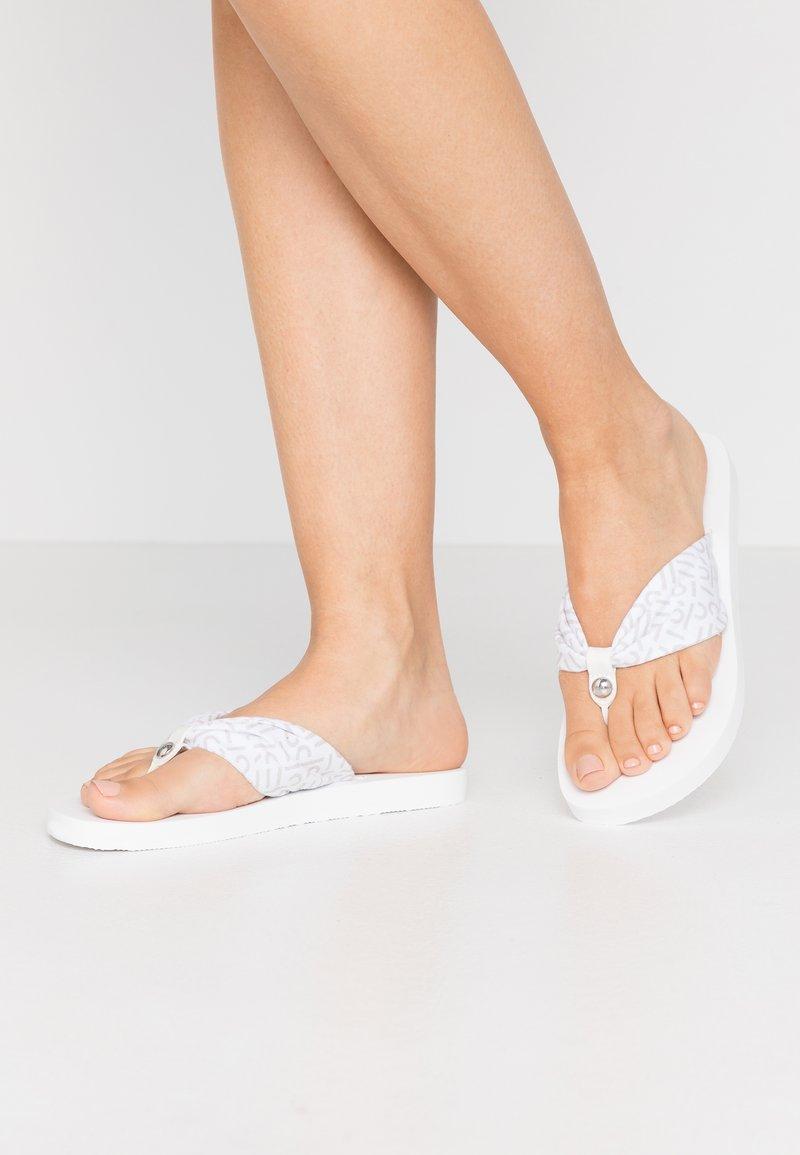 Esprit - DENISE LOGO - Sandály s odděleným palcem - white