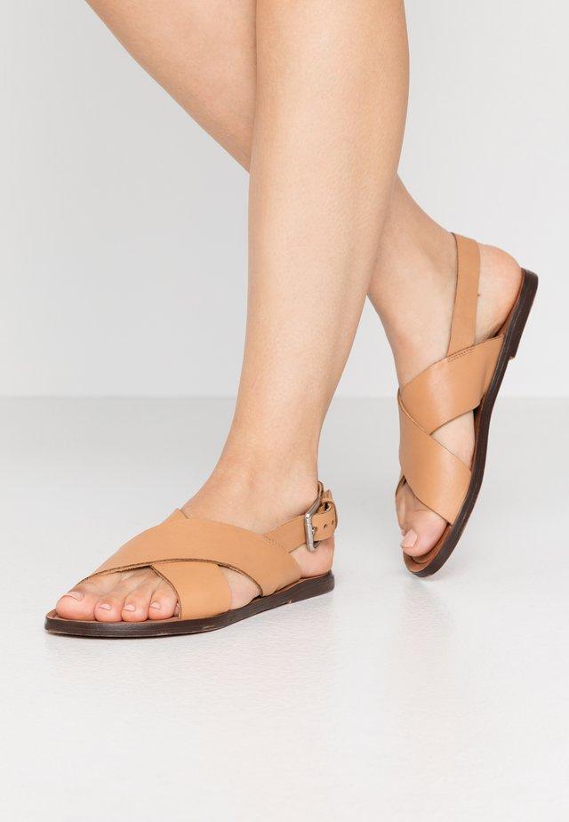 KEOPE  - Sandaalit nilkkaremmillä - camel