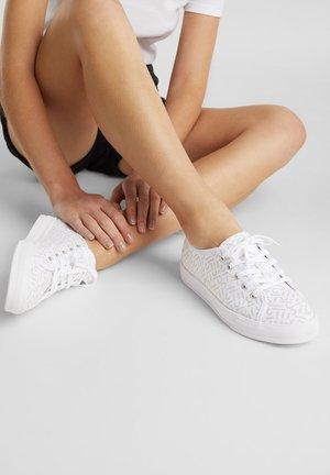 SIMONA LOGO - Sneakers laag - white