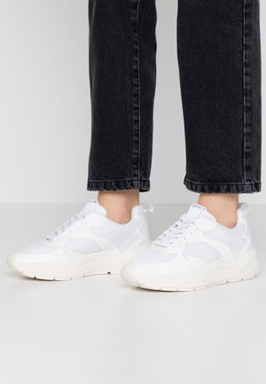 MISHA   - Sneakersy niskie - white