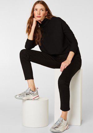 MIT OVERSIZED-SOHLE - Sneakers - silver
