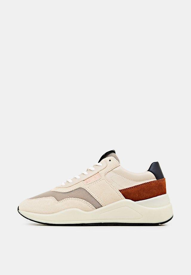 SCHNÜR-SNEAKER AUS MATERIAL-MIX - Sneakers laag - light beige