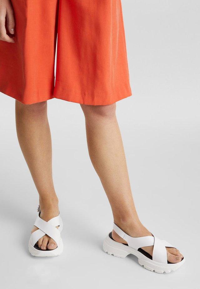 HUNKY  - Sandalen met plateauzool - white