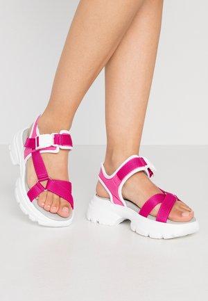 HUNKY  - Sandály na platformě - pink fuchsia