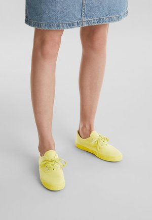 Sneaker low - bright yellow
