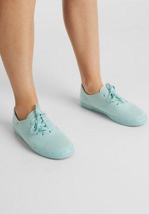 Sneaker low - light aqua green