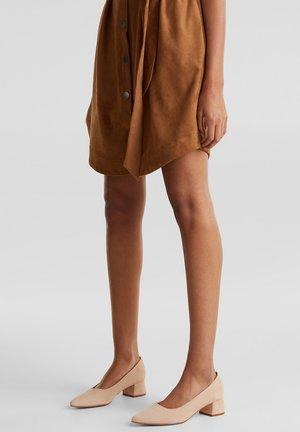MIT BLOCKABSATZ - Classic heels - nude
