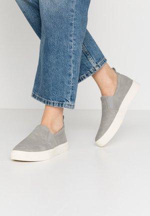 SEMMY - Nazouvací boty - light grey