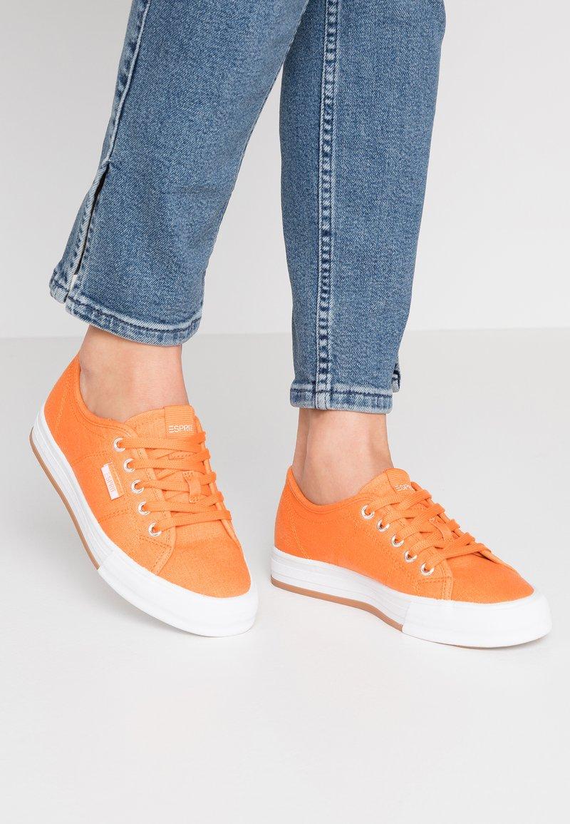 Esprit - SIMONA LACE UP - Zapatillas - rust orange