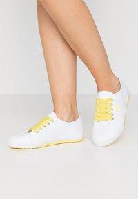 Esprit - ITALIA LACE UP - Zapatillas - bright yellow - 0