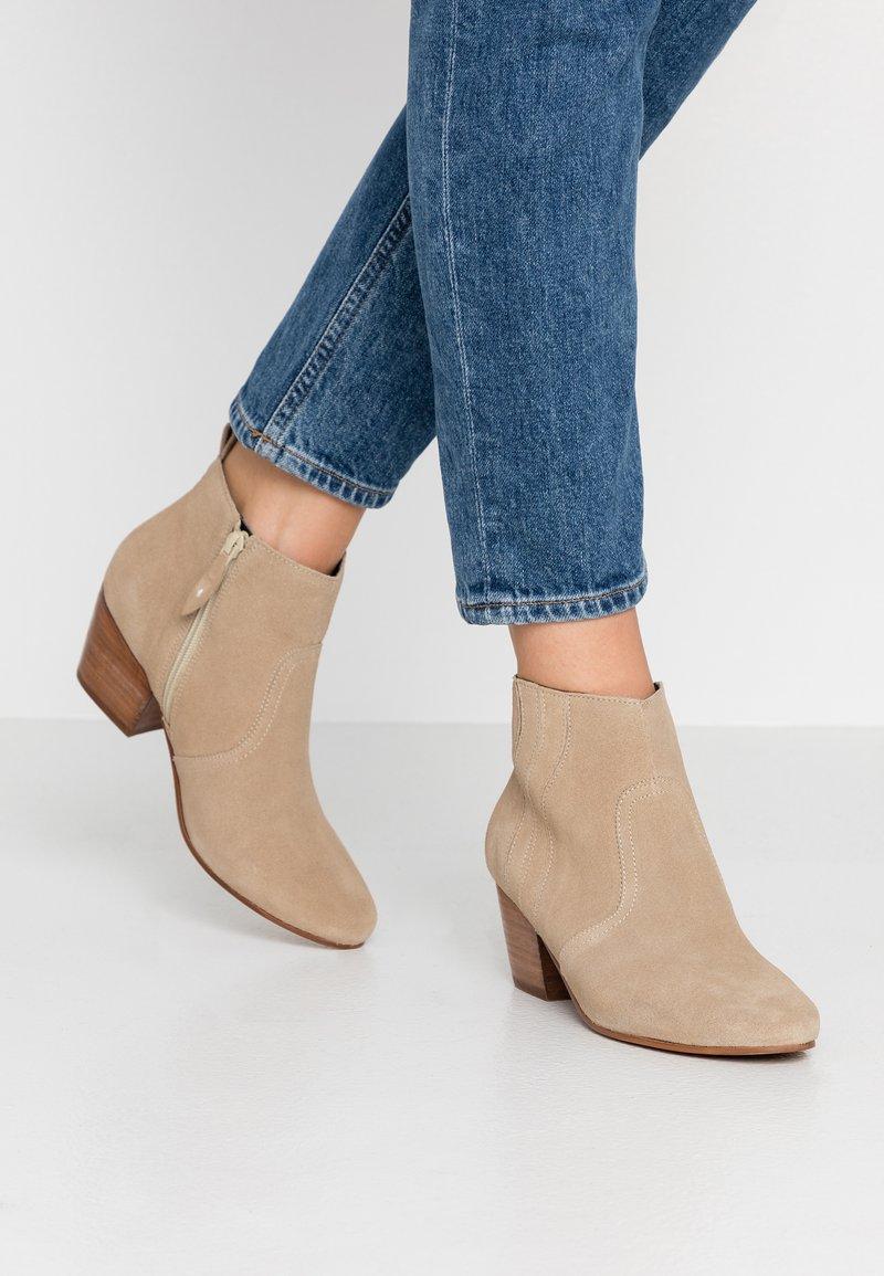 Esprit - DADY WAVE - Kotníková obuv - beige