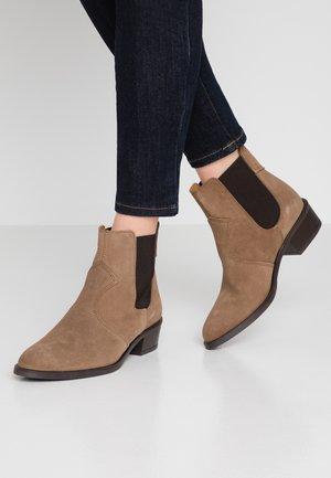 CORALLA BOOTIE - Kotníkové boty - taupe