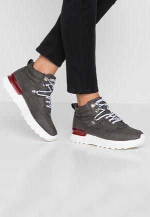 MAYA HIKE  - Sneakers - brown grey