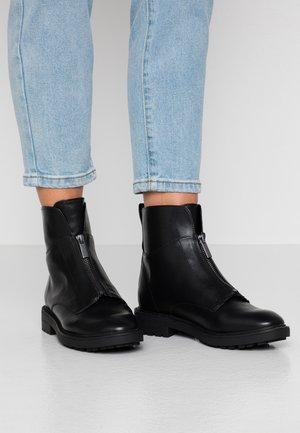 COCO ZIP BOOTIE - Støvletter - black