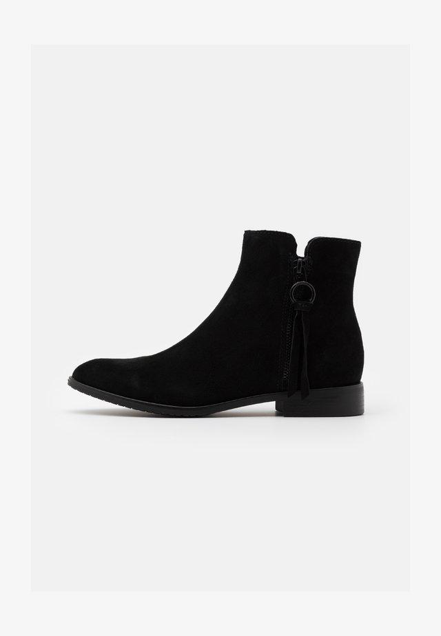CHELSEA BOOTIE - Støvletter - black