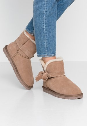 LUNA BOW BOOTIE - Bottines - toffee