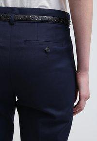 Esprit - Spodnie materiałowe - cinder blue - 5