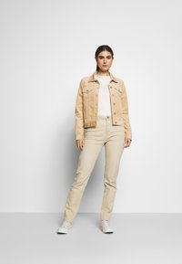 Esprit - MODERN - Jeans Tapered Fit - beige - 1