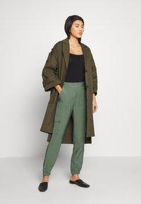 Esprit - UTILITY PANT - Bukse - khaki green - 1