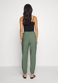 Esprit - UTILITY PANT - Bukse - khaki green - 2