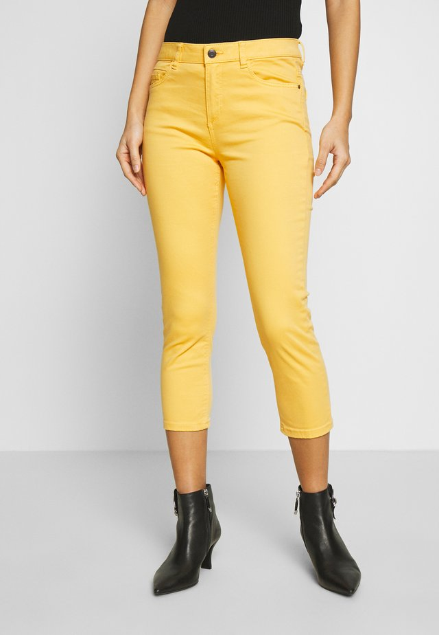 CAPRI - Jeans slim fit - yellow