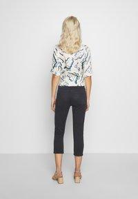 Esprit - CAPRI - Jeans slim fit - navy - 2