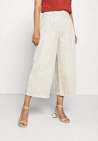 Esprit - Kalhoty - beige - 0